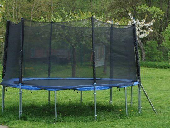 Round trampoline with safety net